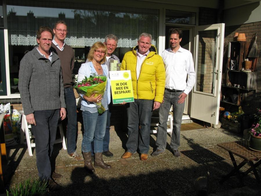 Eerste plaatsing isolatie in actie Merenwijk EnergiekLeiden
